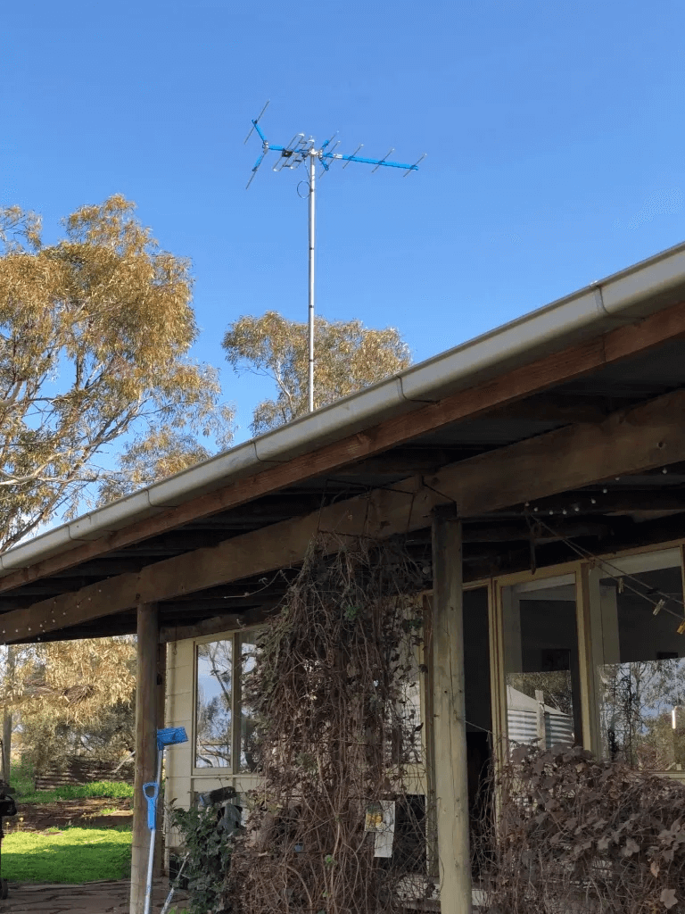 T&R Digital Antenna Installations - Gallery Antenna Installation Above the Porch