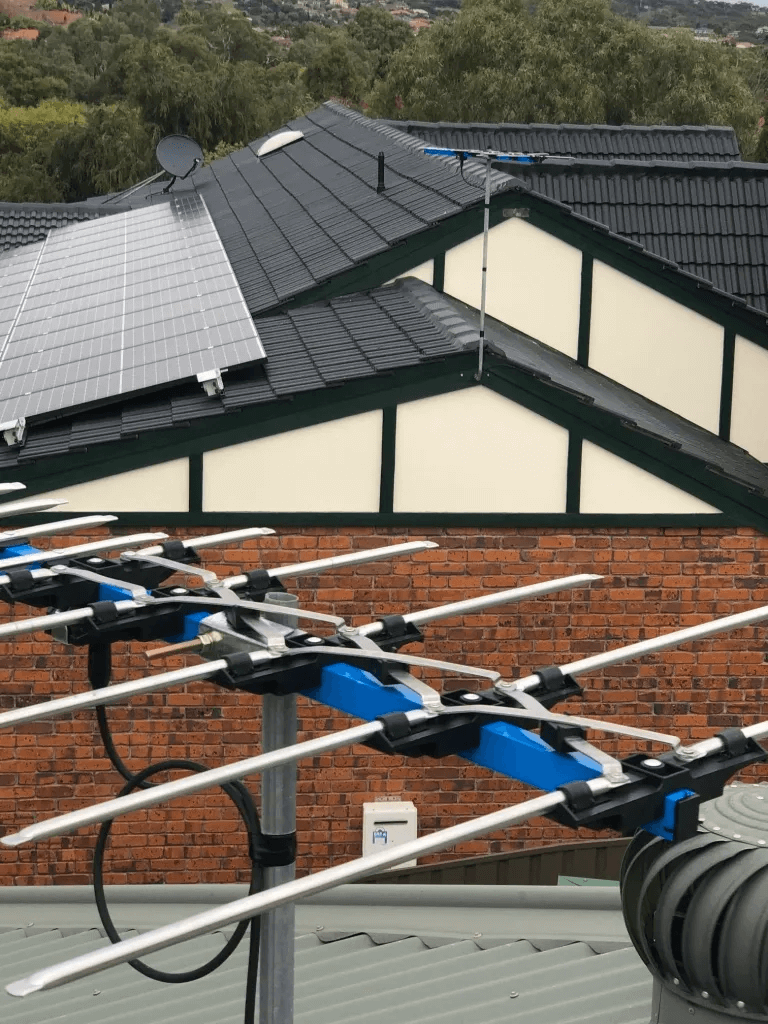 T&R Digital Antenna Installations - Gallery High Definition Antenna Installation Closeup Roof