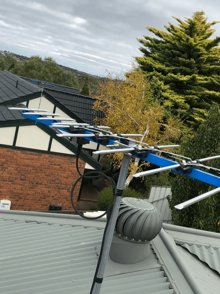 T&R Digital Antenna Installations - Gallery High Definition Antenna Installation Roof
