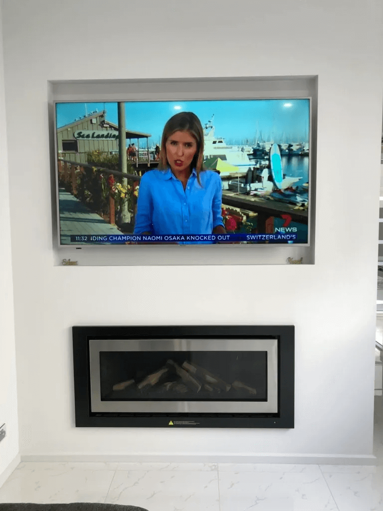 T&R Digital Antenna Installations - Gallery High Definition TV on the Wall Side